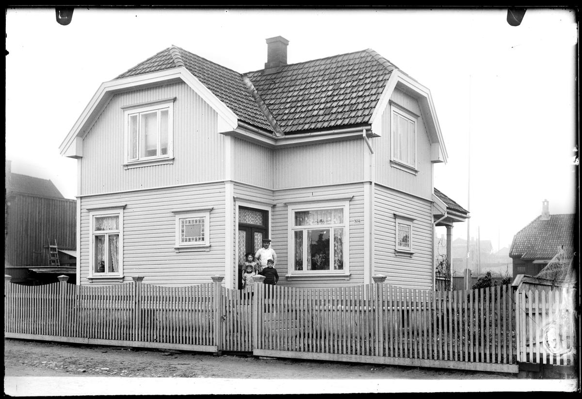 Fjellveien 4 i Moss. Husnummer 4. Bygget på litt i for og bakkant i dag.
