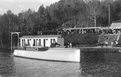 Falkumlia Bad. Bildeserie. Båten Ramona.