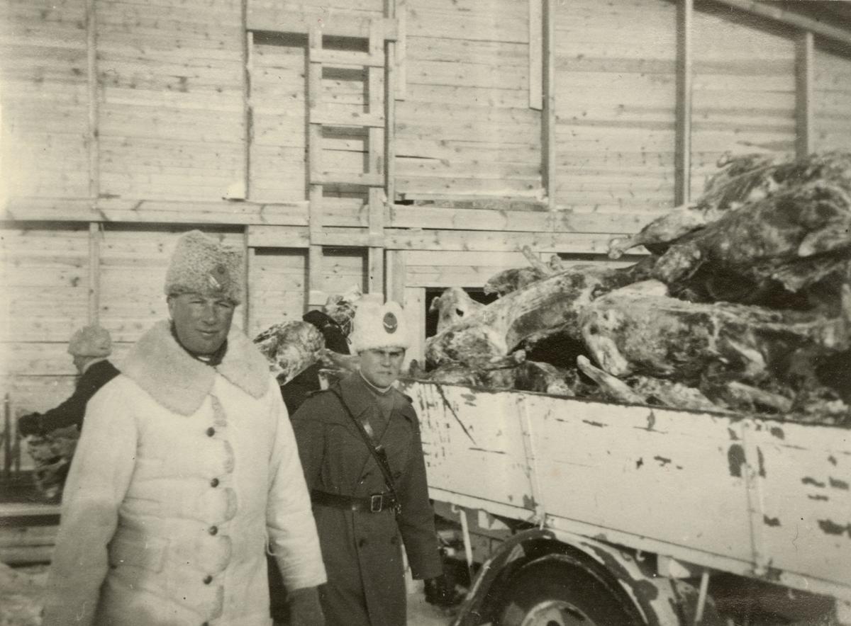 "Text i fotoalbum: ""Studieresa i Övre Norrland, mars 1940. Segerborg, köttmag.""."