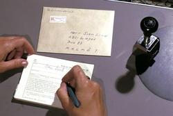 Seriebild H 8. Postkassör, på poststationen Bromma 12, skriv