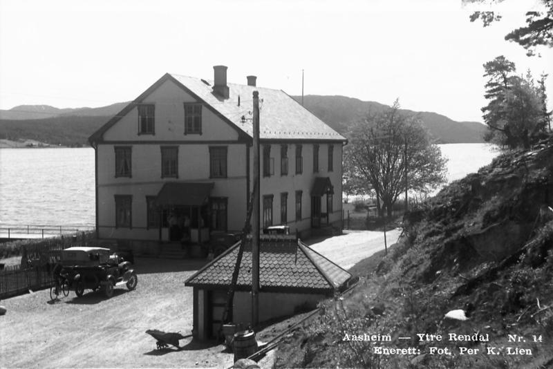 Aasheim i Rendalen, der Kongen og følget fikk noen timers søvn og mat under flukten gjennom Østerdalen 13. april 1940. Foto: P.K.Lien/Anno Musea i Nord-Østerdalen (MINØ.PKL4558).