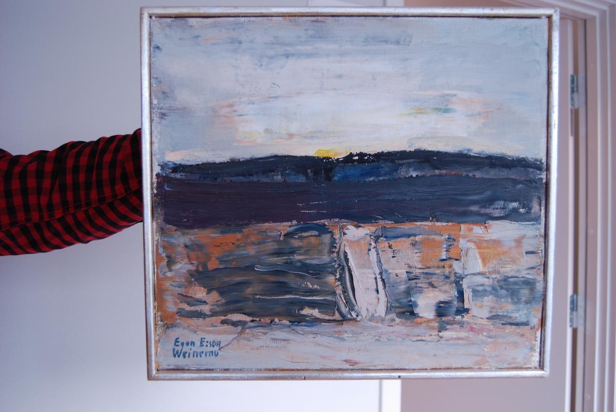 """Oljemålning av Egon E:son Weinemo, """"Landskap"""". Tunn listram av trä, målad silver."""