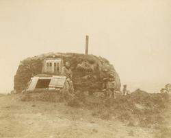 Svenska Grönlandsexpeditionen 1883. Bostad vid Godhavn/Qeqer