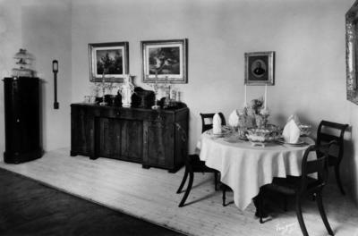 Rik. Dekket bord ca 1840.