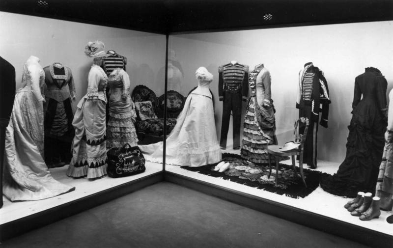 Drakter 1880-90. (Foto/Photo)