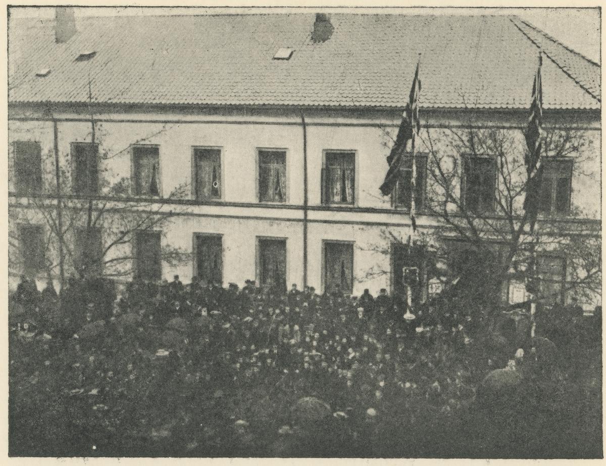 13. august 1905. Avstemningen i kongespørsmålet, Dronningens gt. foran Moss Hotel.