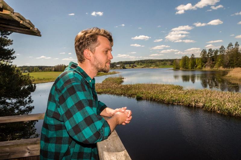 """Haldenvassdraget er et av de store elve- og innsjøsystemer i Akershus og Østfold. Tidligere var det både fløting, båttransport og møllebruk i vassdraget. Haldenvassdraget har et rikt biologisk mangfold og vi finner mange rødlistearter i området. Lars Kristian Selbekk er vannområdeleder i Haldenvassdraget og forfatter av barneboka """"Istidskrepsen Ørjan""""."""