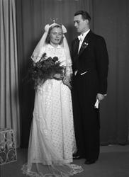 Ateljéporträtt - brudparet Hjalmarsson, Uppsala 1949