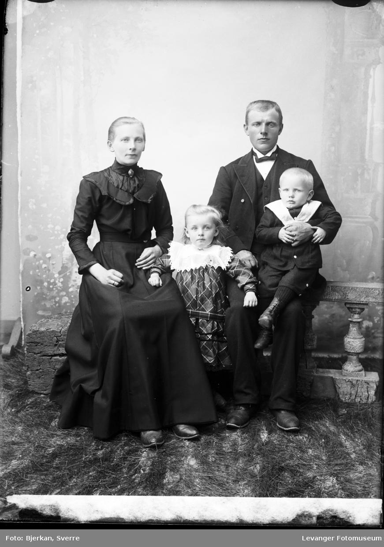 Gruppebilde av familien Haugen.