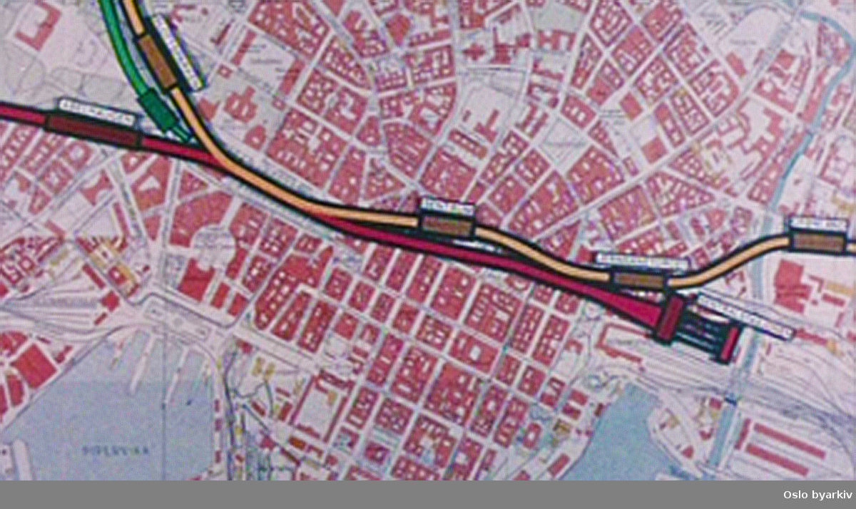 Bilder og kart fra det omfattende arbeidet med tunnelbanen som ble anlagt gjennom Oslo sentrum fra Jernbanetorget til Slottsparken på 70-tallet. Bislettbekken fikk nytt løp og T-banetunnelen ble bygget.