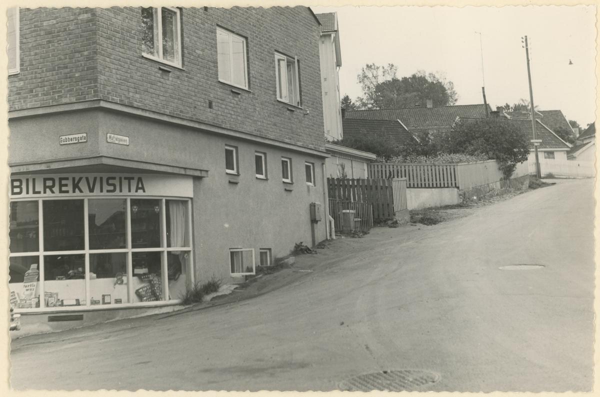 Martebakken/Gubberogt. Detaljer: Sølvbergs bensinstasjon til venstre.