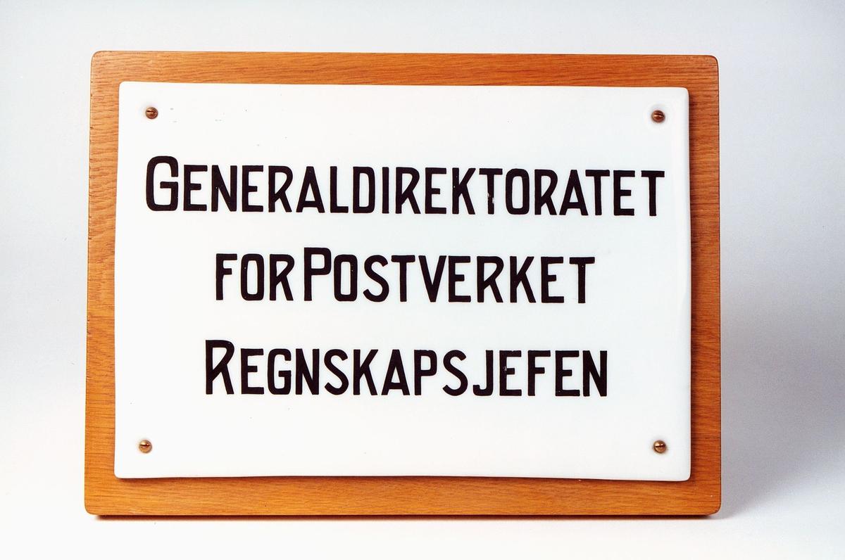 Postmuseet, gjenstander, skilt, postskilt, opplysningsskilt, Generaldirektoratet for Postverket, Regnskapsjefen.