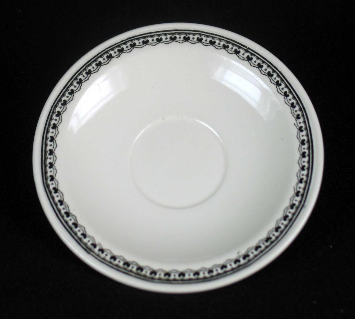 Skål i offwhite keramikk med sort dekor.