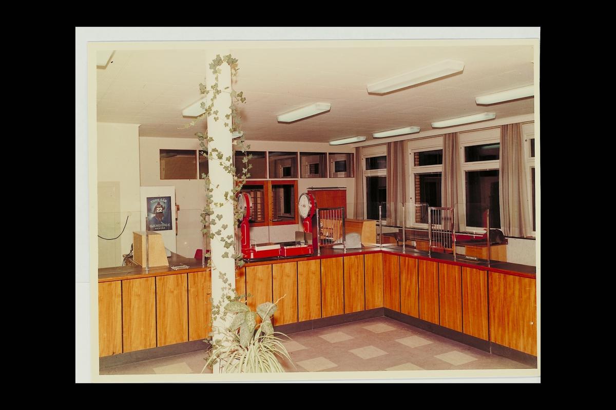 interiør, postkontor, 2380 Brumunddal, publikumshall, vekt
