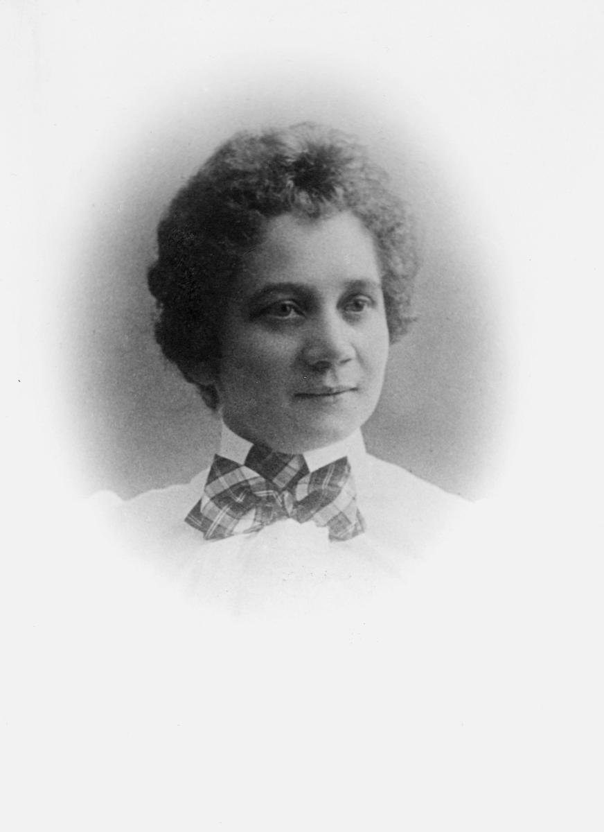 portrett, postmester, Anna Helena Margrete Geelmuyden