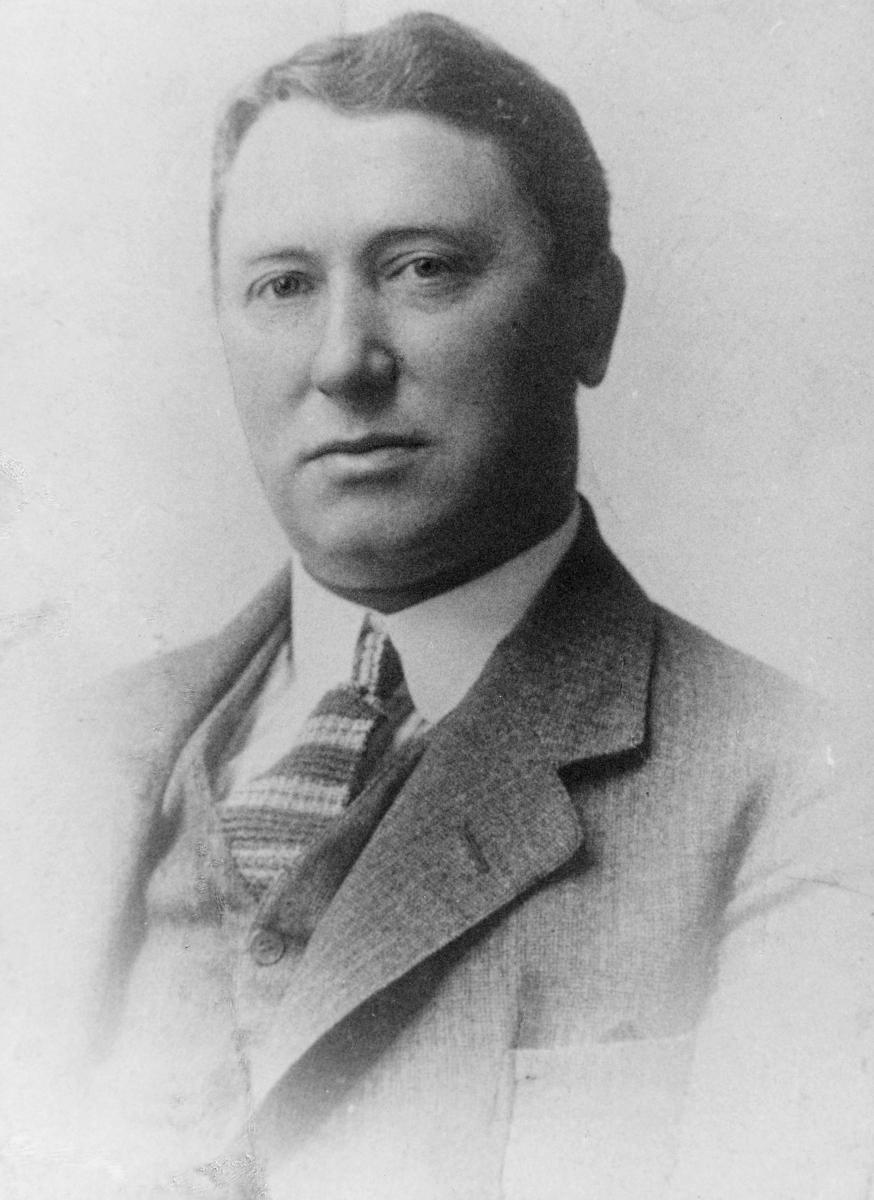 portrett, postmester, Thomas Stønjum