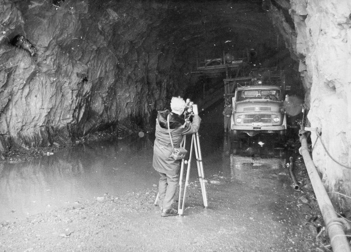 norgesbilder, 8230 Sulitjelma, tunnelarbeide, bil, fotograf