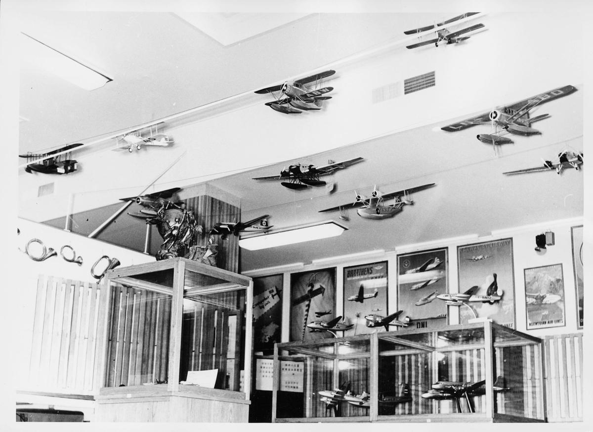 postmuseet, Dronningens gate 15, 4. etasje, modell, postførende fly, i og på Norge