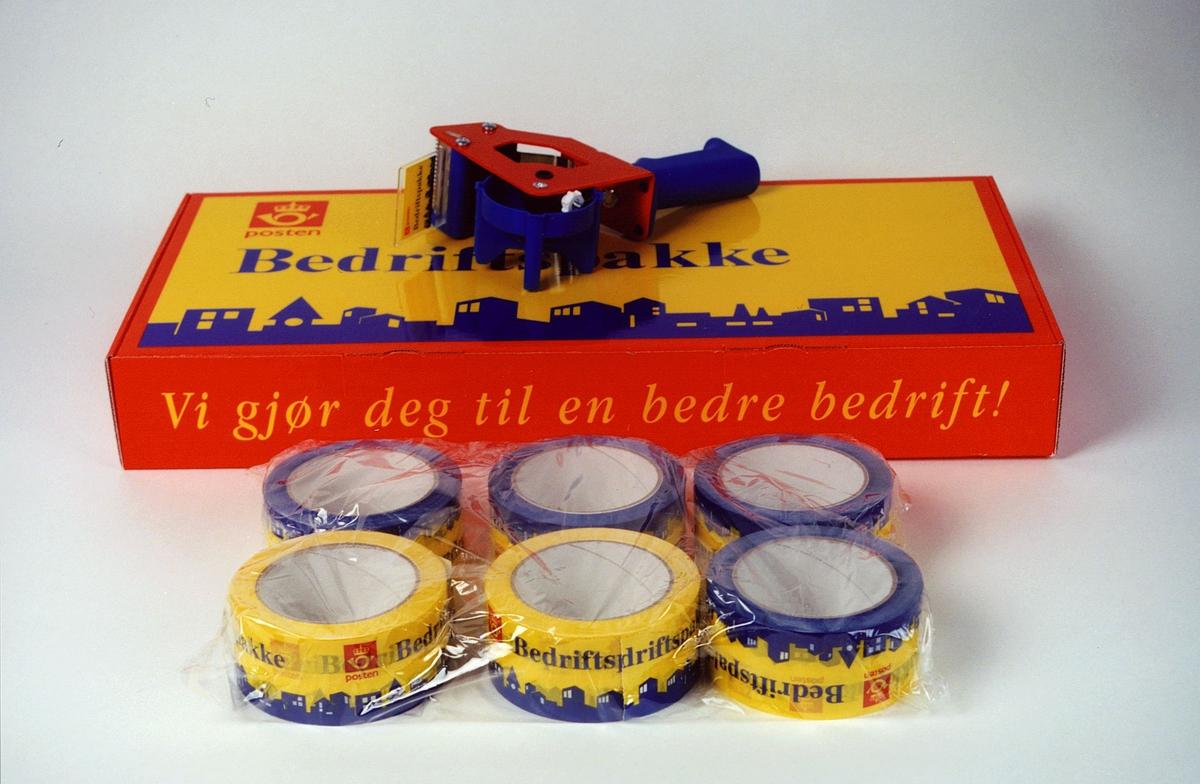 Postmuseet, gjenstander, profilartikler, bedriftspakke med taperuller og dispenser, reklamelartikkel fra Posten Lettgods