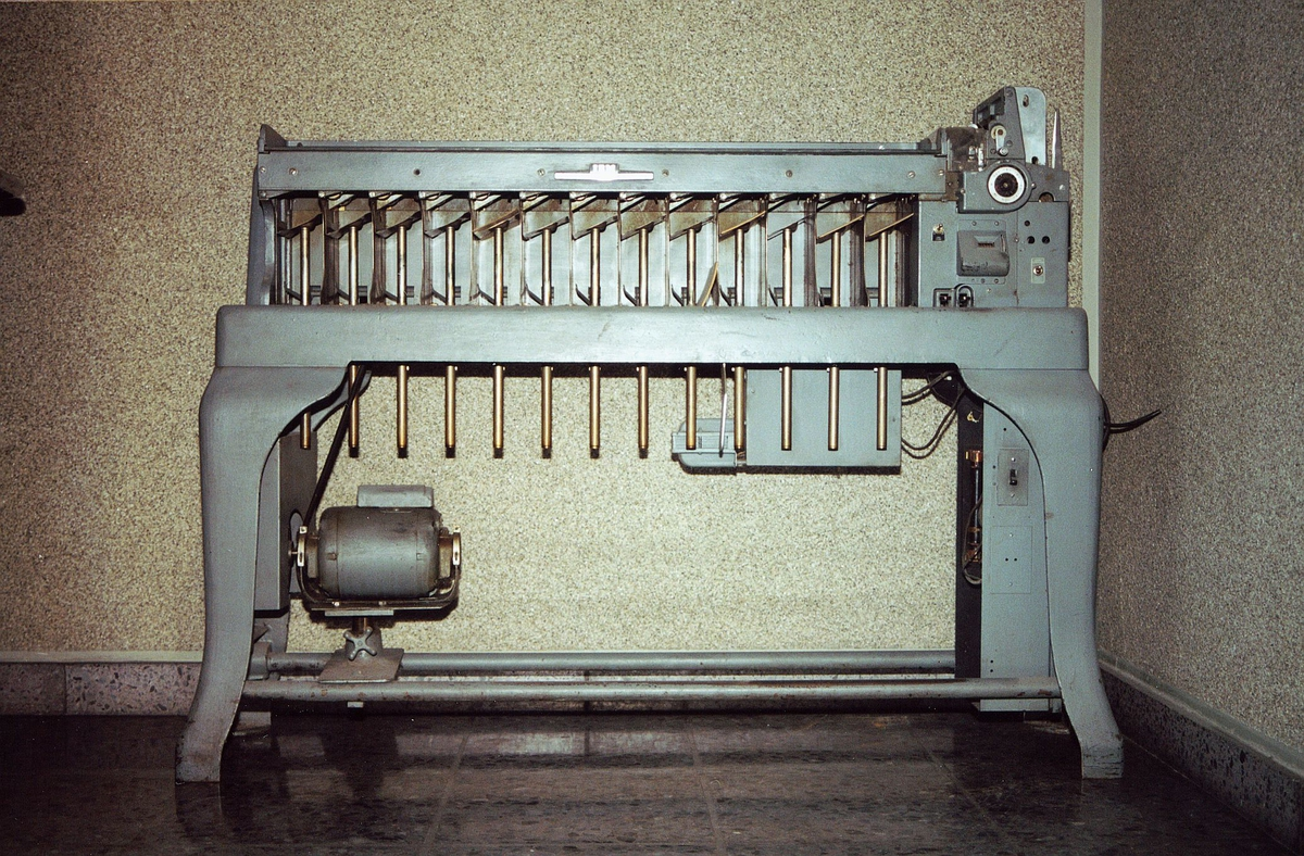 postgiro, Biskop Gunnerus g. 14, maskiner, hullkortsorteringsmaskin, IBM Card Sorting Machine, Typ 7080