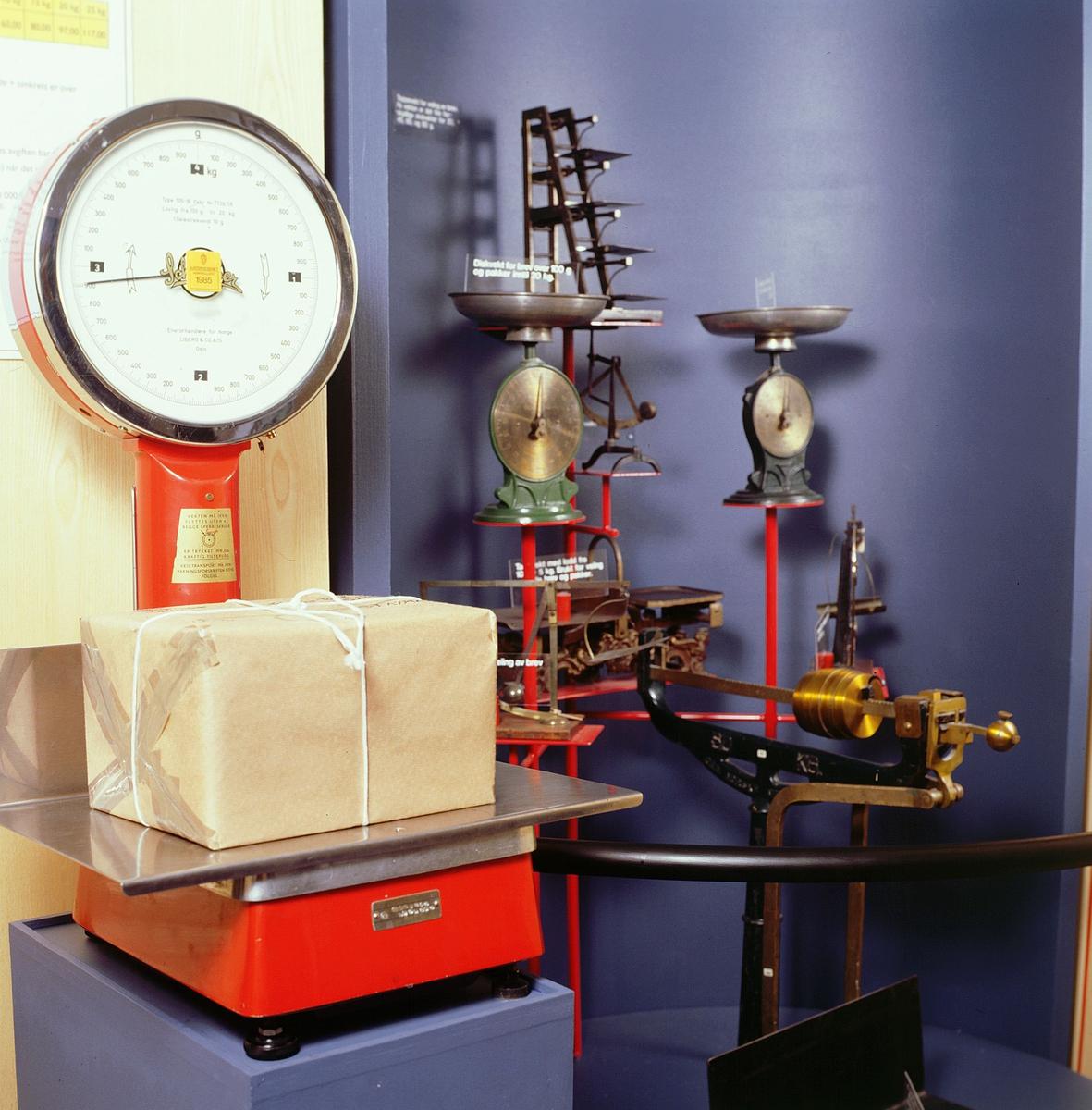 postmuseet, Kirkegata 20, utstilling, vekter