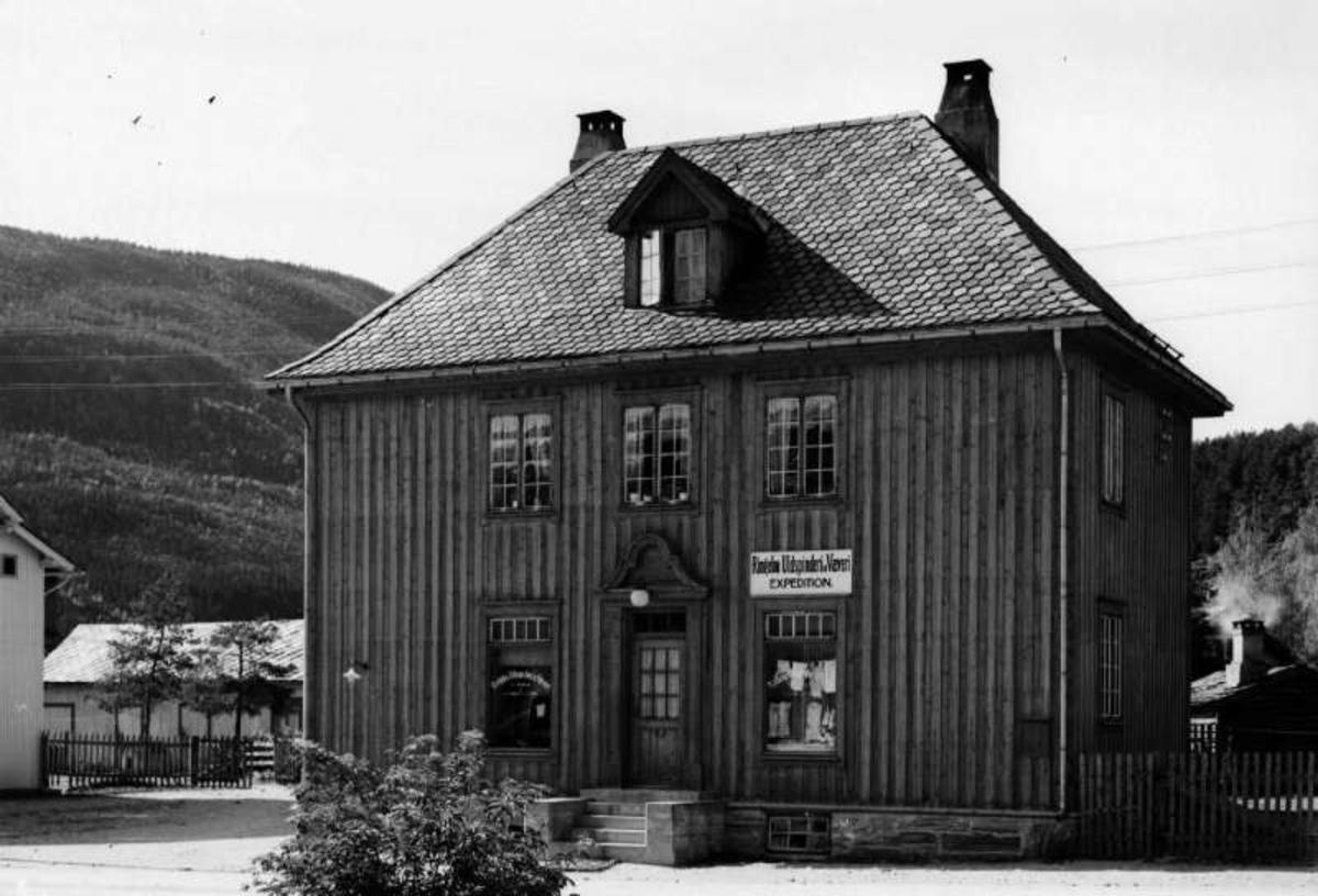 Ringebu. Vålebru. Ungdomshuset. Ringebu Uldspinderi og Væveri Expedition.