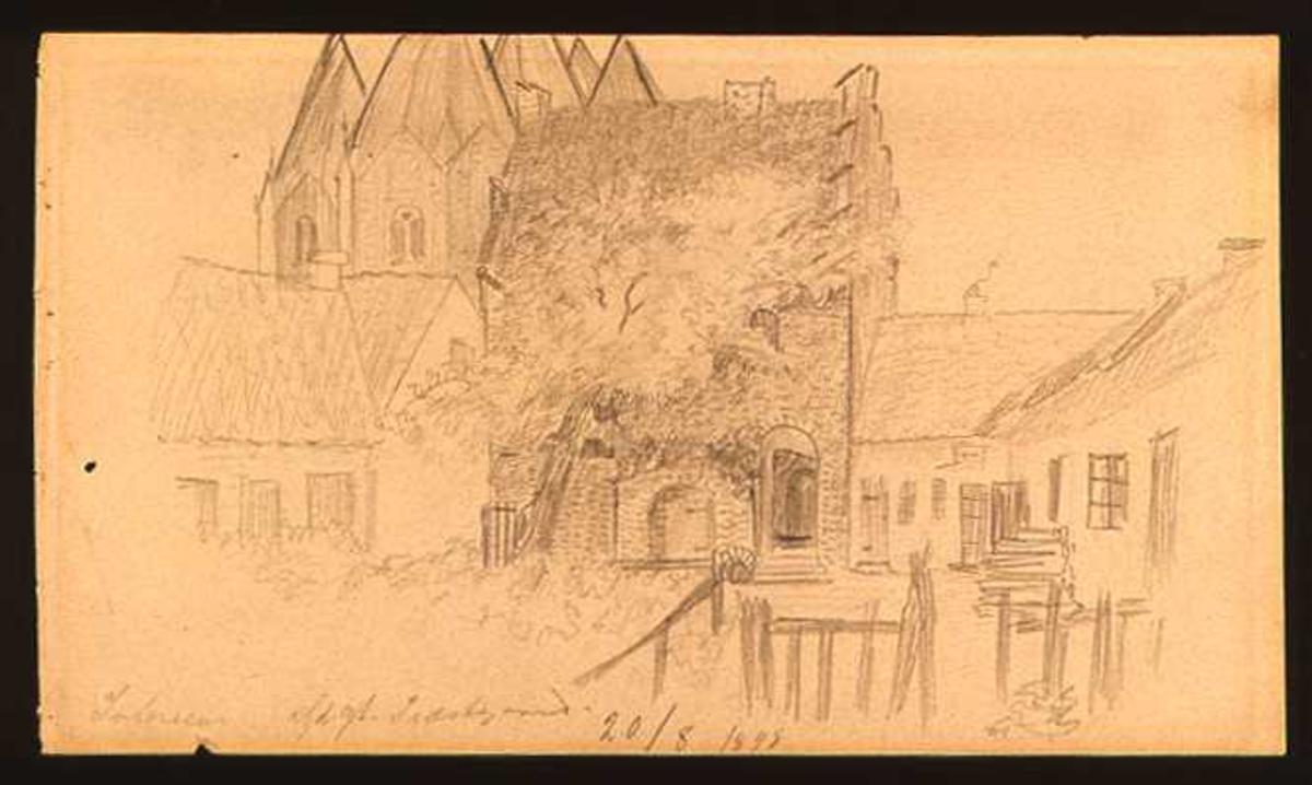 Gårdsinteriør fra den gamle prestegården i Kalundborg. Bak husene sees litt av kirken.