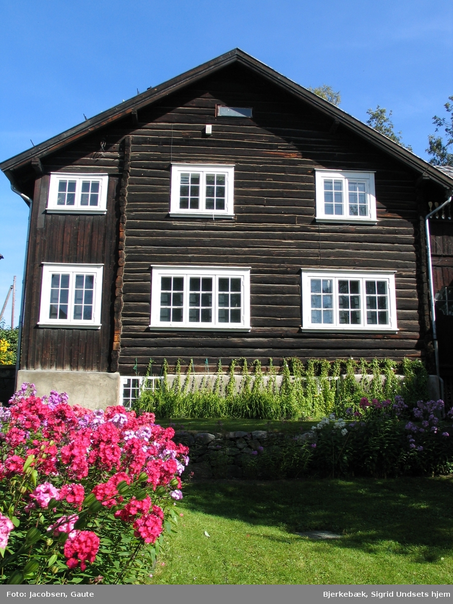 DOK:2006, Bjerkebæk, hus, hage,