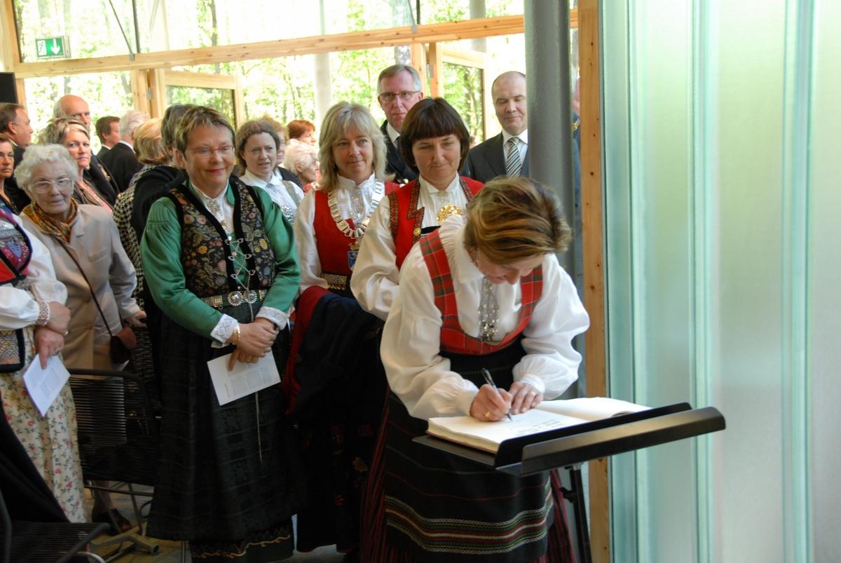 DOK:2007, Bjerkebæk, åpning, HM Dronning Sonja, gjestebok,