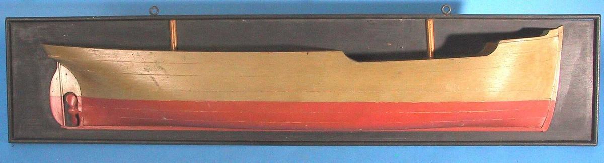 """Modell av S/S """"Falstad"""".  Halvmodell  Furu, malt  grågrønn med terracotta kjøl, dekket er oker. Montert på  sortmalt  furuplate med en list. Med en avtrapning i dekket foran.akter ror og propell."""