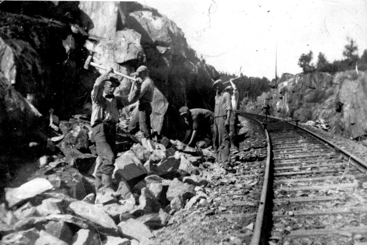 Åmlibilder samlet av Åmli historielag Vedlikeholdsarbeid på Sørlandsbanen
