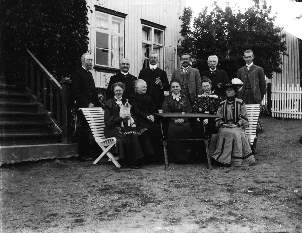 Nordre Belsjø, Karen, Ingeborg (barnepike), Laura, hage, barn, dukkestue