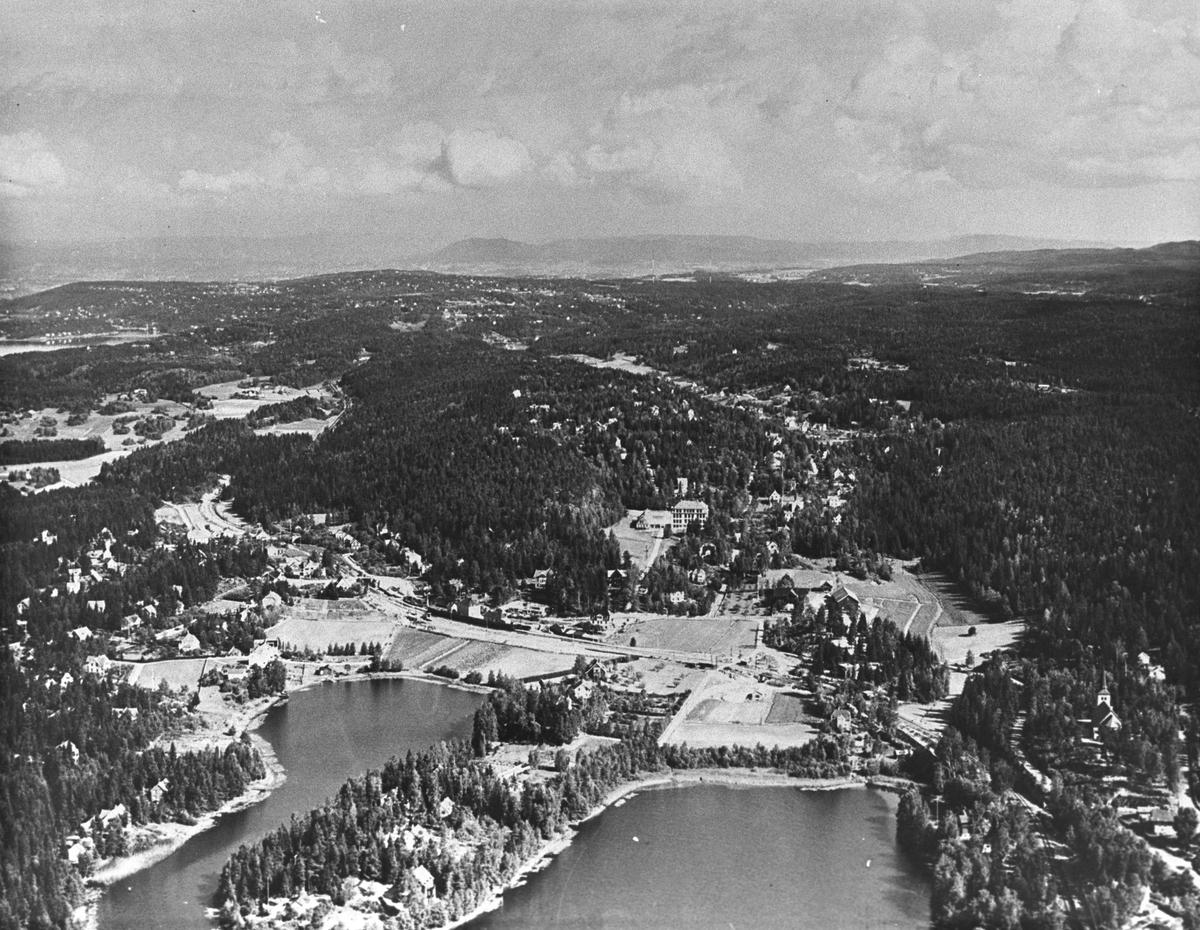 Kolbotn sentrum. Veslebukta/Storbukta, flyfoto mot Oslo.
