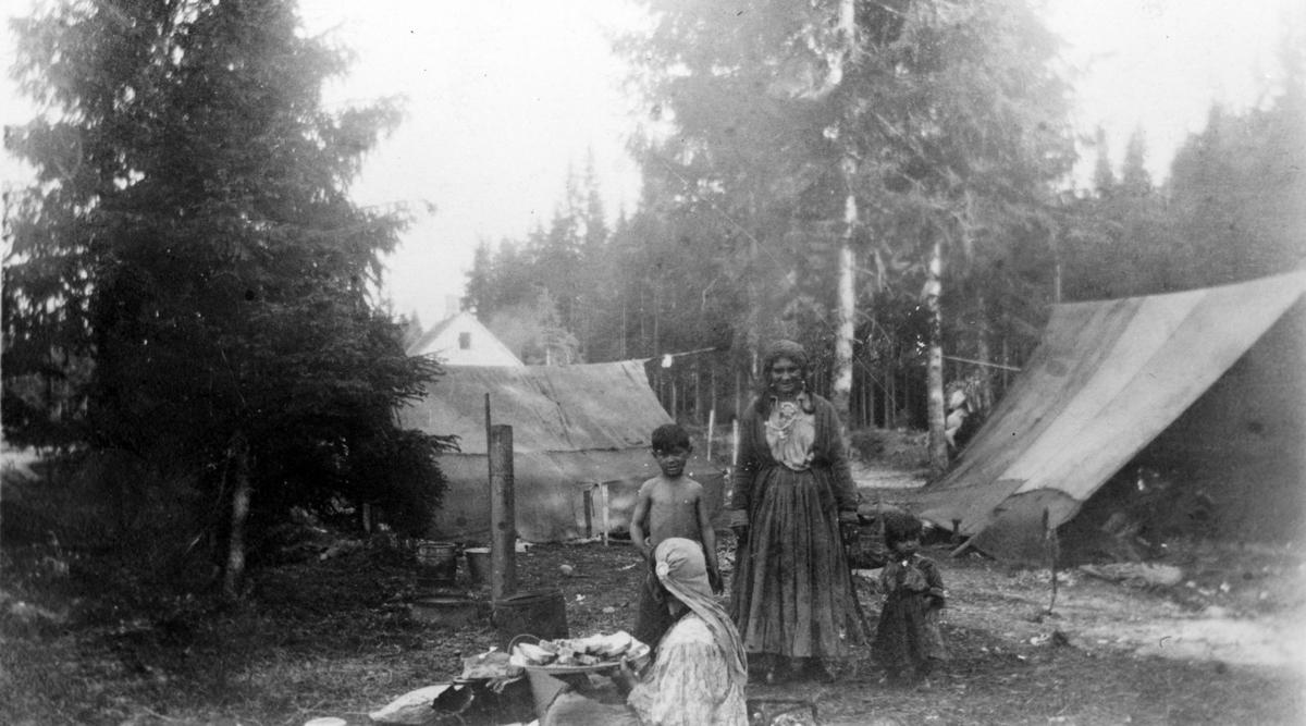 Sigøynerfølge på besøk i Ullensaker i 1920-årene.