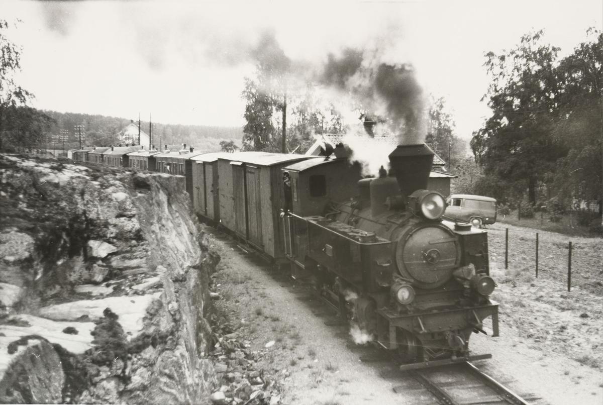 Tog til Skulerud ved Kvevli stasjon.