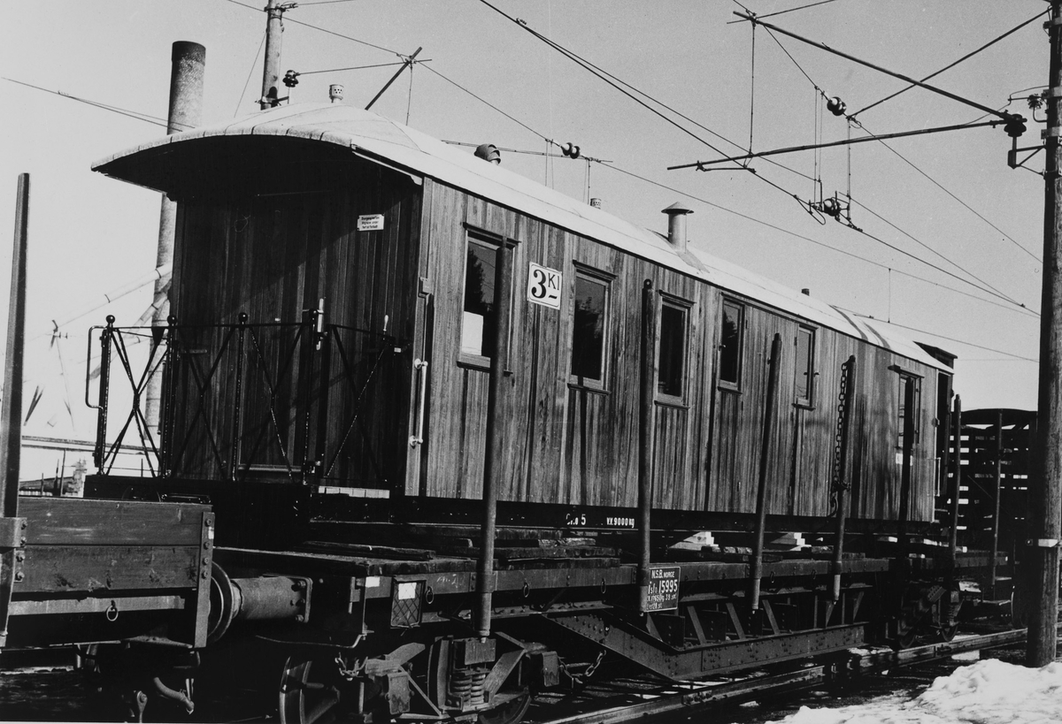 Vogn CFo5 lastet opp på normalsporet godsvogn etter å ha vært i NSBs vognverksted i Bispegaten i Oslo for oppussing.
