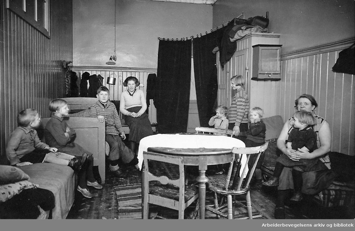 Leilighet i Arendalsgt. 3 illustrerer boligforholdene på Oslo østkant,.1925-1930.