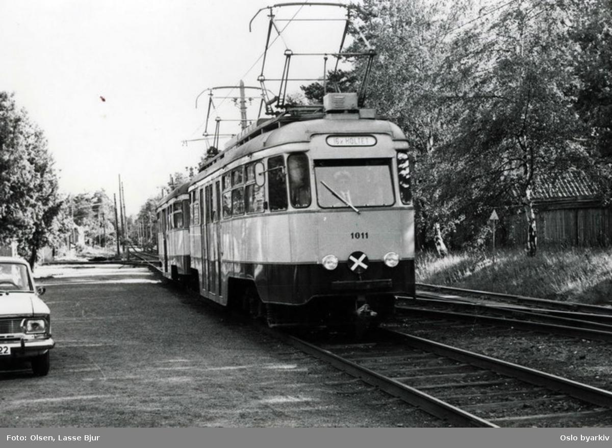 Trikk nr 1011(ombygget motorvogn, kalt Olympiavogn) på linje 16 fra Skøyen til Holtet. Utrangert 1974.
