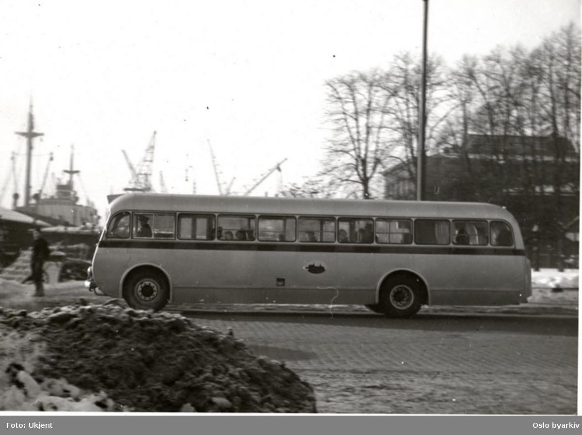 Oslo Sporveier. Sporveisbuss, A-15817 - 828 serien dieselbuss Larvik / Scania i Havnegata.