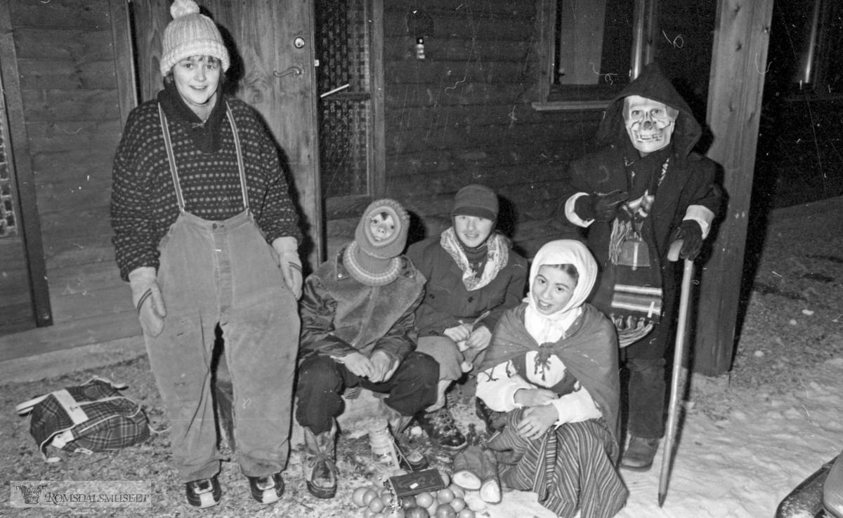 Barn går julebokk i Molde.
