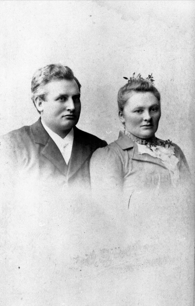 Hotelleier og kjøpmann Even Evensen Sagstuen f.1866 og hustru Oline f.1869. Mesnalia, Ringsaker.