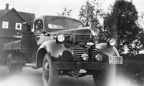 DODGE LASTEBIL 1946-47 D-20581. Bildet er tatt i Brattrenna 4, hos eier Knut Werner Martinsson.
