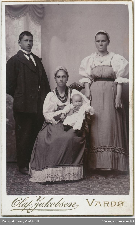Gruppeportrett, russisk familie