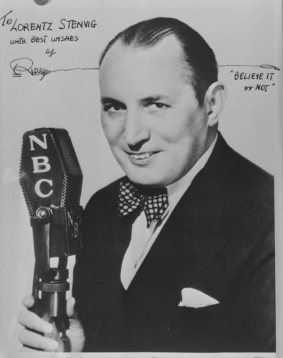 Radiomannen Robert Leroy Ripley hilsen til Hells ordfører Stenvig etter at han var i Amerika for å tale i radio