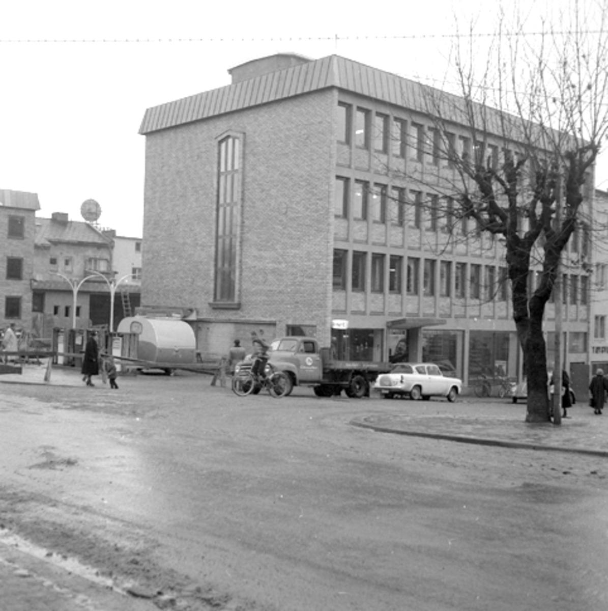 Grønnegata 54, Sverresgate Hamar. Opel Blitz lastebil 1952-60. Dessuten Ford Anglia, modellen som kom ny høsten 1959.