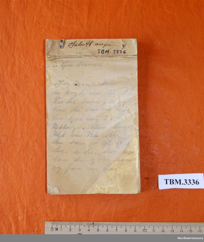 Materialrekvisisjonsblokk der baksida er brukt til å notere ned bestillingar, meldingar o.a.