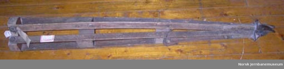 Nivellerkikkert med stativ : stativ