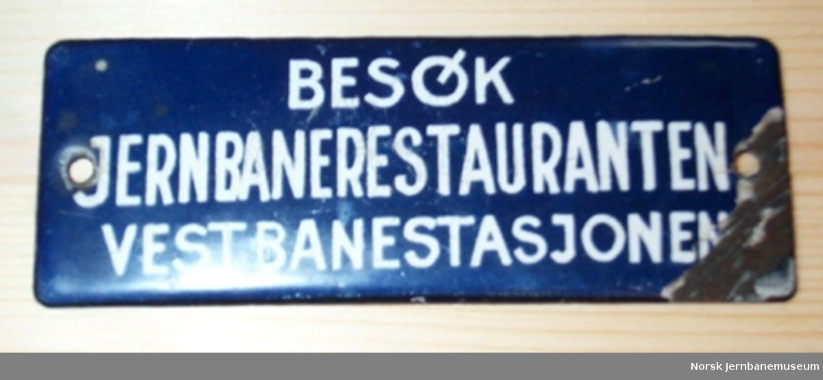 Skilt: Besøk Jernbanerestauranten Vestbanestasjonen