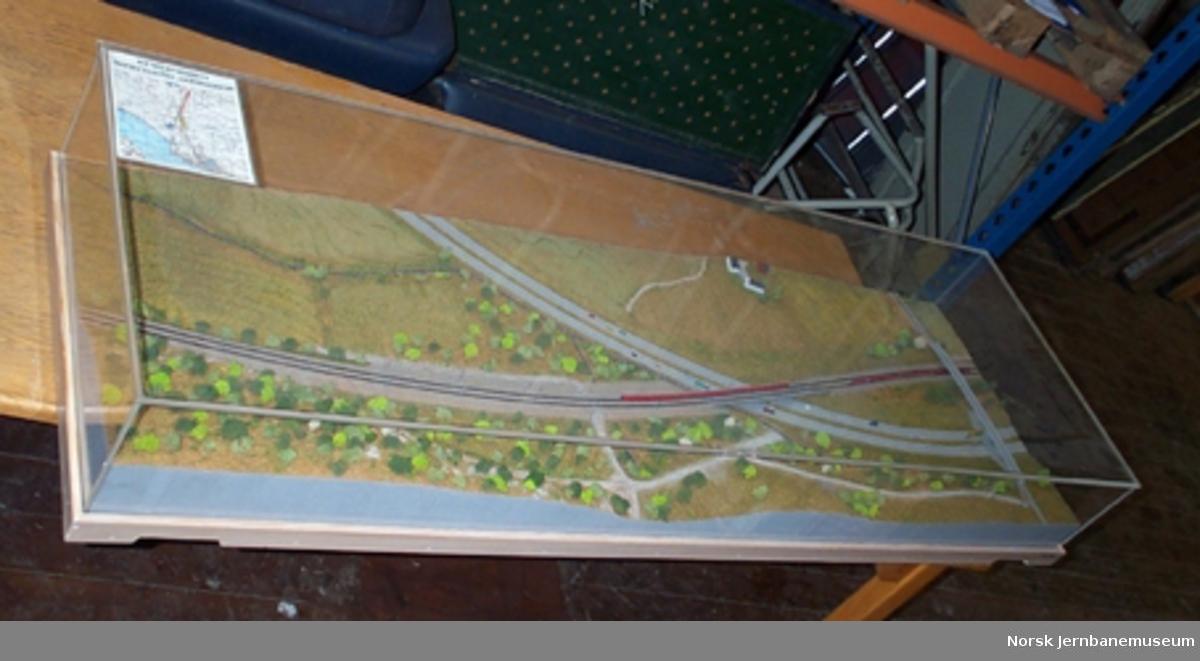 Modell av Kobbervikdalen jernbanebru, hvor jernbanen går på bru over E18
