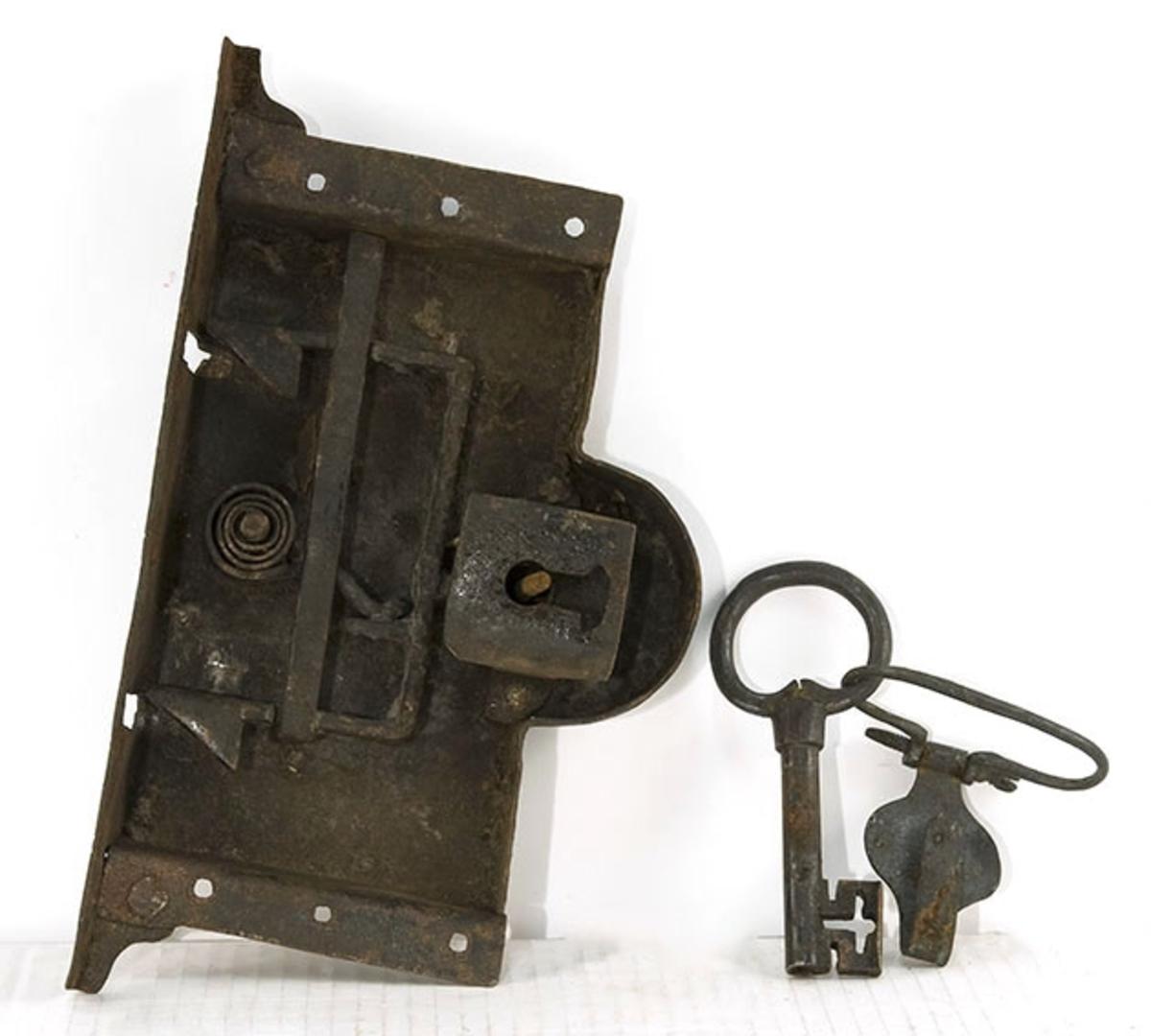 Lås med nøkkel. antagelig til kiste e.l.
